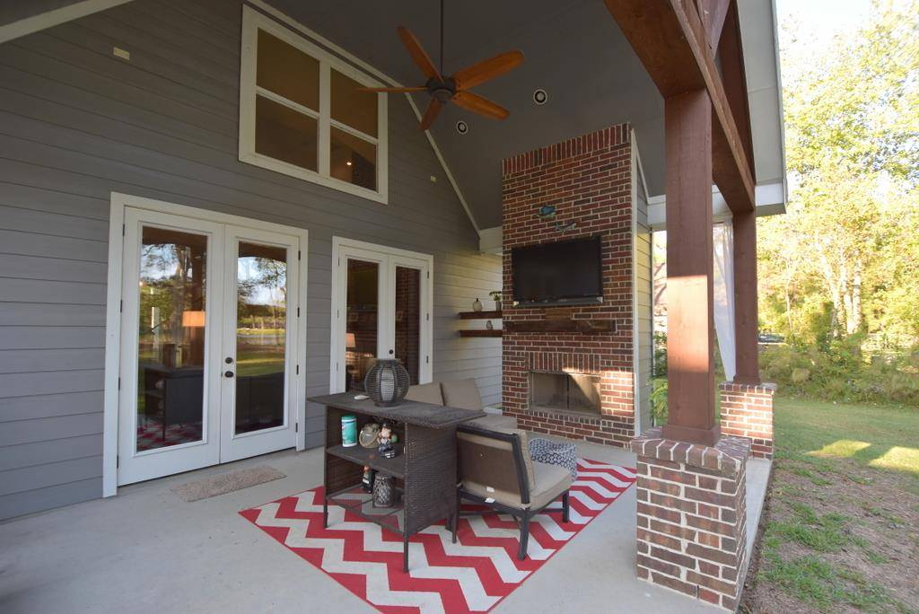 Outdoor Living Space image of Tres Le Fleur House Plan