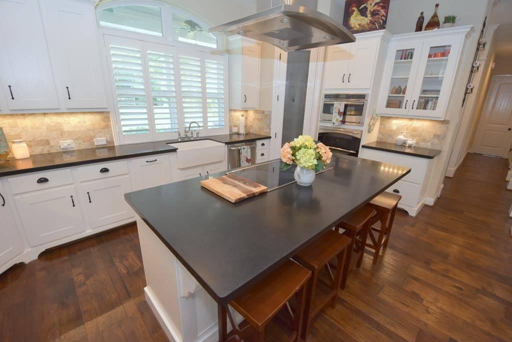Kitchen image of Tres Le Fleur House Plan
