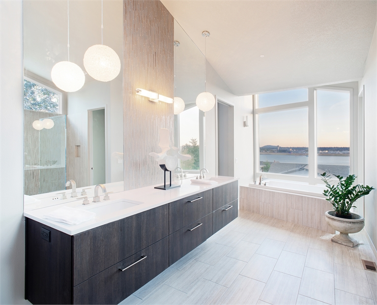 Master Bath image of Pomfret House Plan