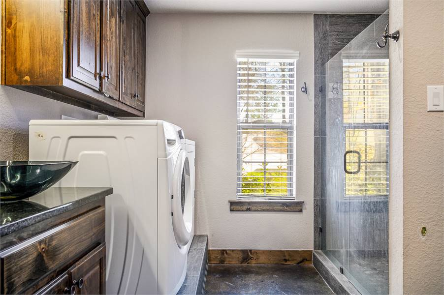 Master Bath Featuring Whirlpool® Appliances