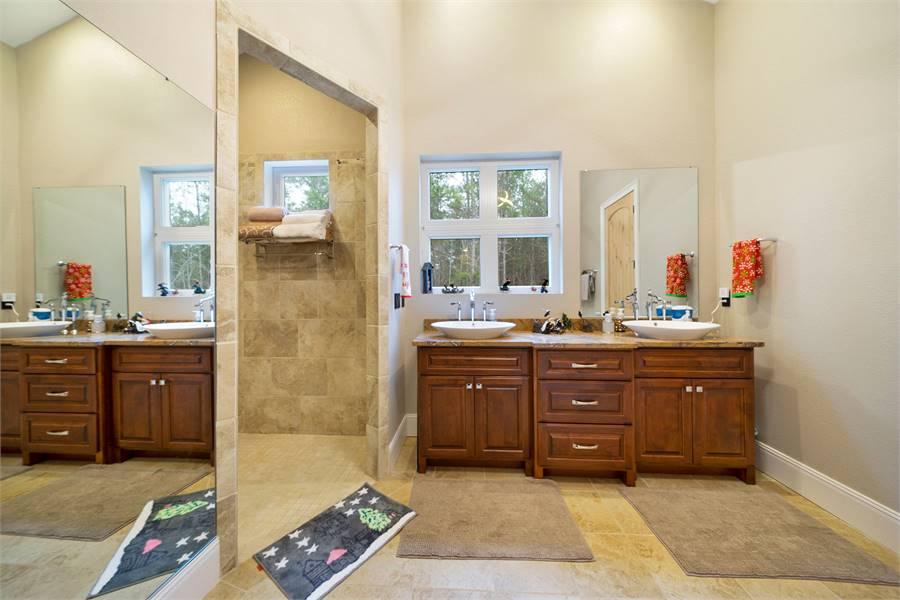 Master Bath Featuring Brizo® Faucets