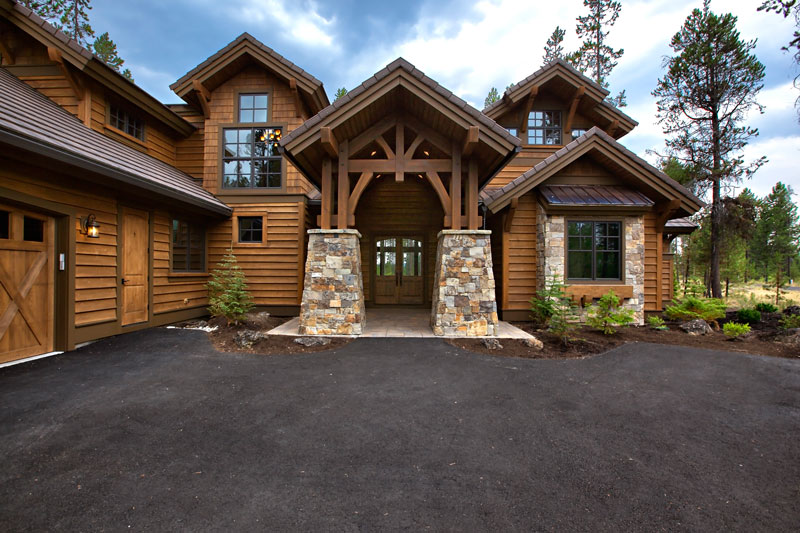Front Entry image of Magnificent Mountain House Plan