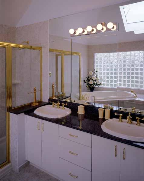 Master Bath image of GETTYSBURG II House Plan