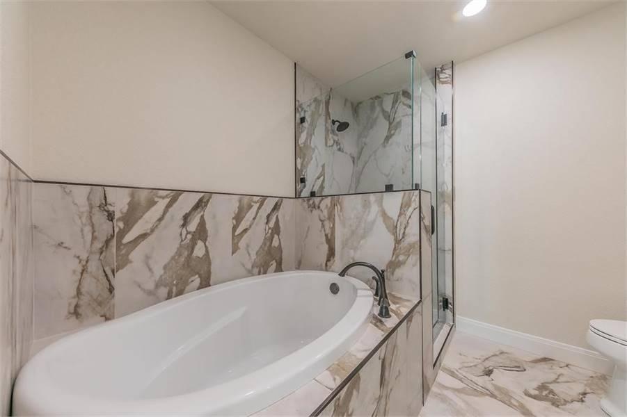 Master Bath image of LEWISBURG RANCH House Plan