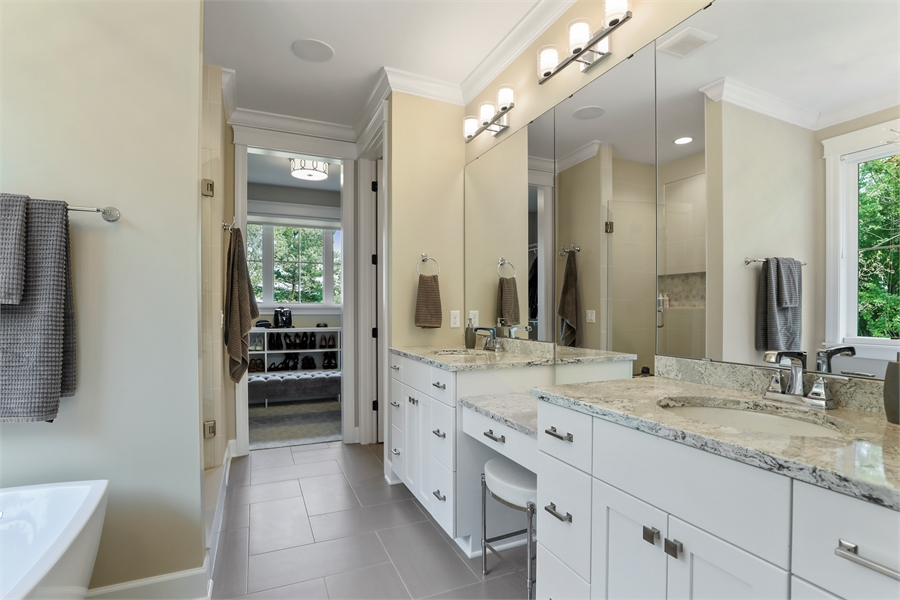 Master Bath image of Green Acres House Plan