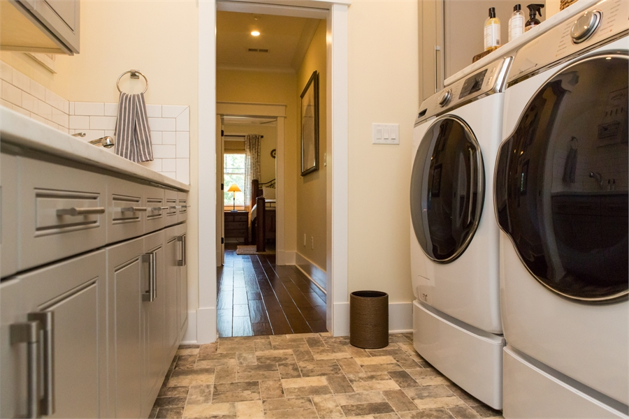 Laundry by DFD House Plans